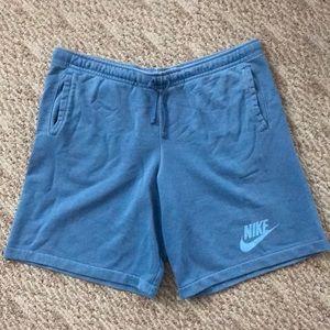 Men's NIKE shorts. Like new.
